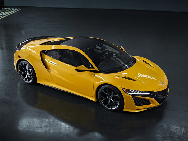 A modern interpretation of sought-after Spa Yellow, offered on the Gen1 NSX, Indy Yellow Pearl joins Berlina Black as one of two NSX heritage colors