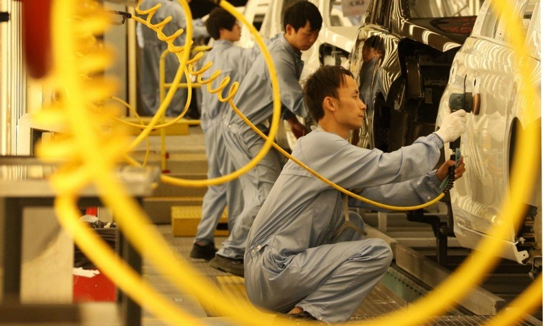 Oct 4 PSA in China Dongfeng plant Bloomberg 1.jpg