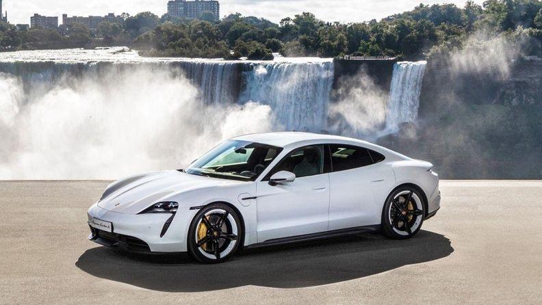 Porsche Taycan (1).jpg