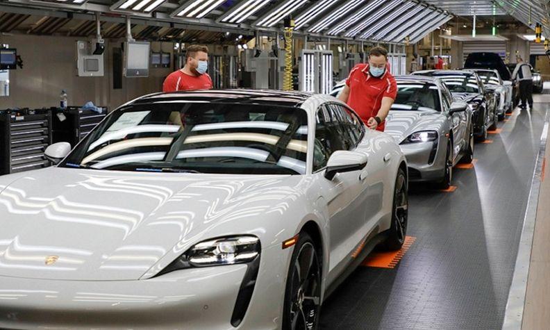 Porsche production 2020 Zuffenhausen web.jpg