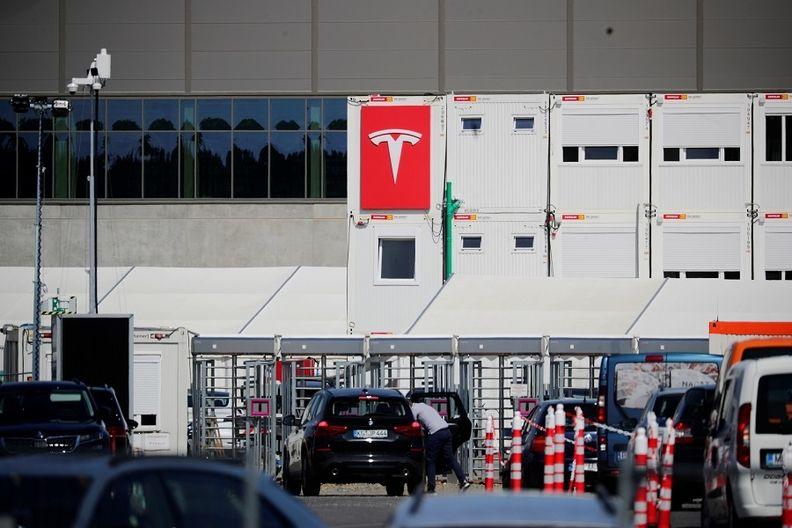 Tesla Gruenheide, Berlin factory entrance rtrs web.jpg