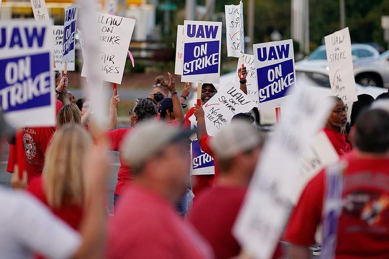 UAW workers picket outside of GM's Bowling Green, Ky., plant