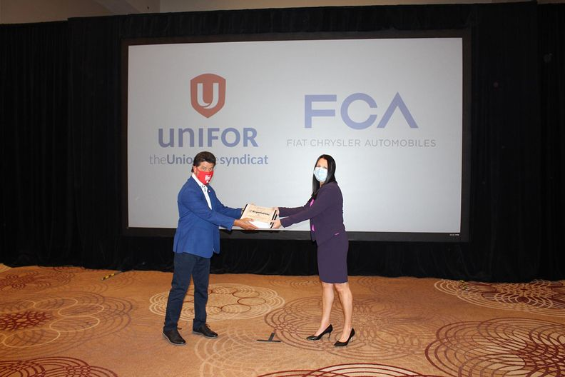 Unifor and FCA exchange proposals in Toronto