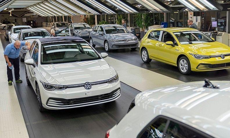 VW Golf 8 production Wolfsburg web.jpg