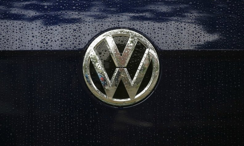 VW badge silver bb web.jpg