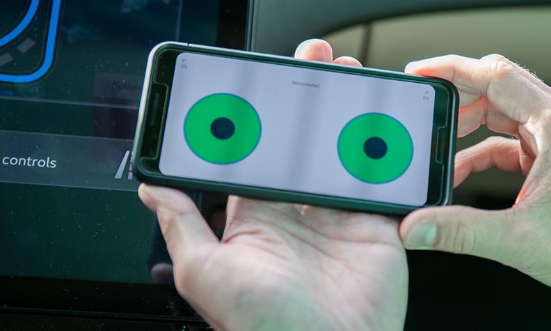 Smartphone Fahrzeugsteuerung von Veoneer