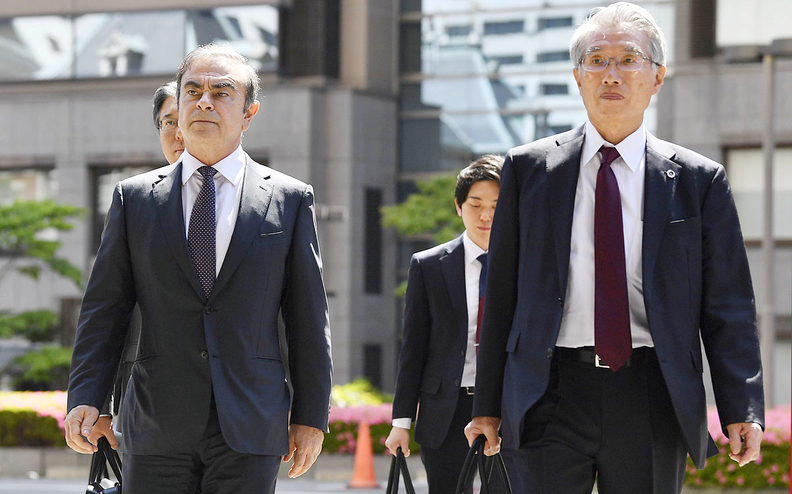 Ghosn arriving in court