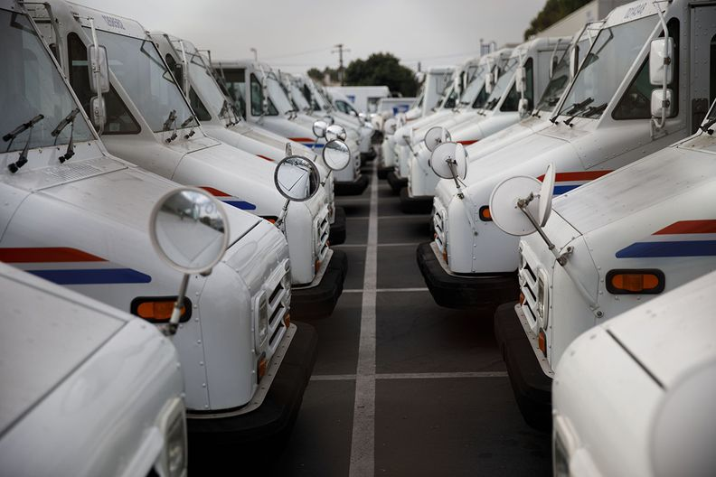 Lawmakers back  billion for electric U.S. postal vehicles