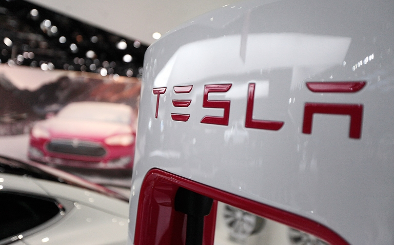 Tesla gets N.J. Senate panel's backing to sell directly to customers