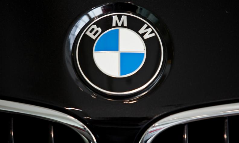 BMW badge bonnet logo web.JPG
